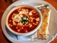Рецепта Френска доматена супа поръсена с козе сирене